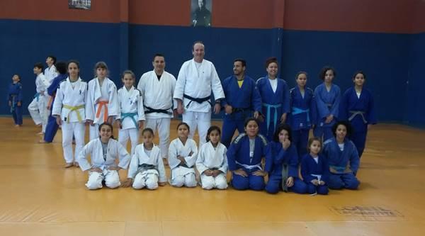 Atletas garuvenses participam de aulão de judô em Joinville preparando-se para o estadual