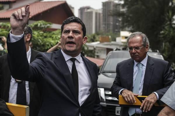 Moro aceita convite para ser ministro da Justiça no governo Bolsonaro