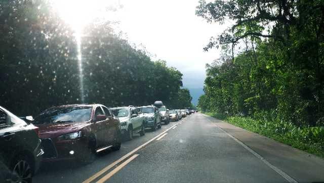 Motoristas enfrentam fila no sentido às praias pela SC 417 em Garuva