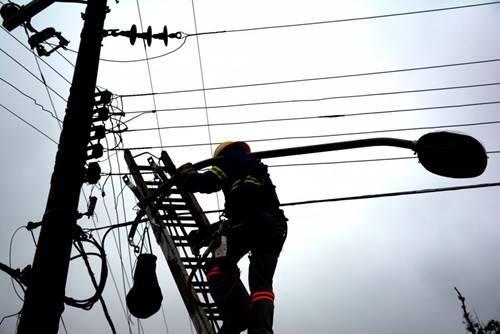 Prefeitura inicia substituição de lâmpadas convencionais por led em todo município de Garuva