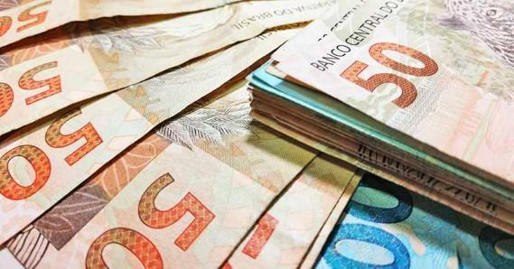 Bolsonaro assina decreto que fixa o novo salário mínimo. Confira o valor…