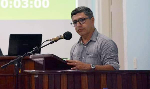Celso Coelho pede que leitura da Bíblia não seja retirada das Sessões na Câmara de Garuva