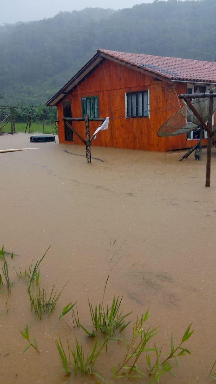 Registros marcaram 225mm de chuva em 72 horas no último final de semana em Garuva
