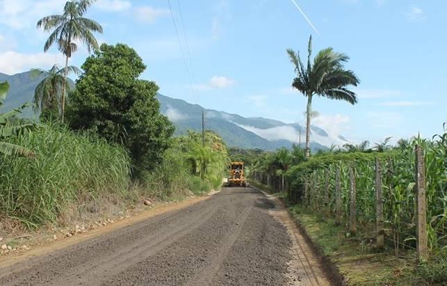 Estradas de Garuva ganham manutenção. Nesta quarta é a vez da Estrada Alfredo Elmer