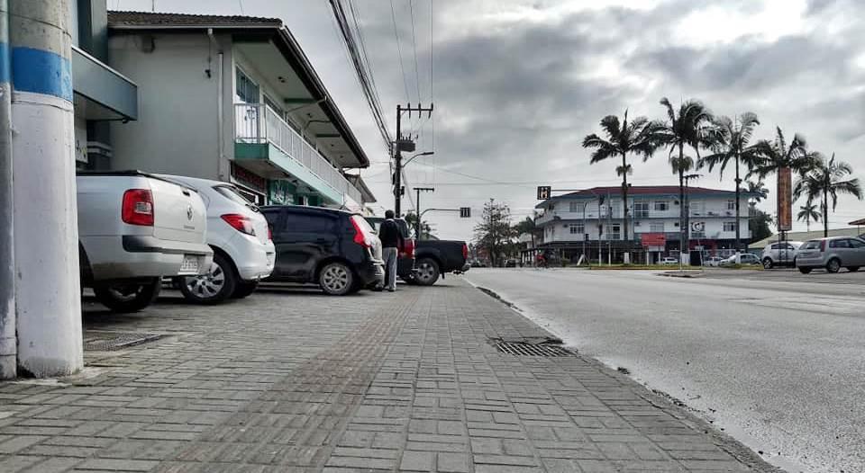 Vereador quer regulamentação dos estacionamentos em ruas de Garuva