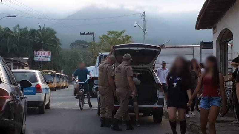 Homem é preso pela PM de Garuva após agredir adolescente grávida em via pública
