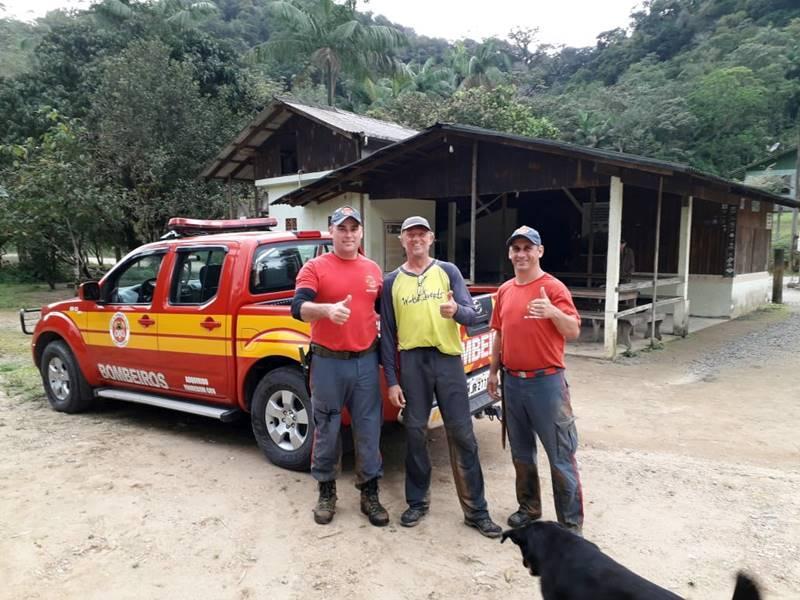 Bombeiros resgatam homem que se perdeu na trilha do Monte Crista, em Garuva