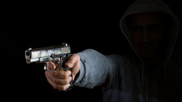 Homens armados assaltam estabelecimento comercial em Garuva nesta Segunda-feira (09)