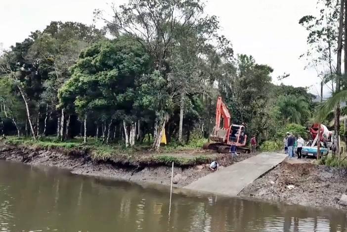 Rampa de acesso de pequenas embarcações ao Porto Barrancos em Garuva é revitalizada