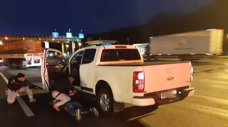 Golpista que se passou por policial para furtar carro é preso pela PRF em Garuva