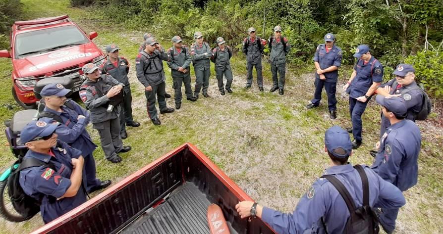 Bombeiros de Itapoá e Garuva realizam treinamento de busca terrestre