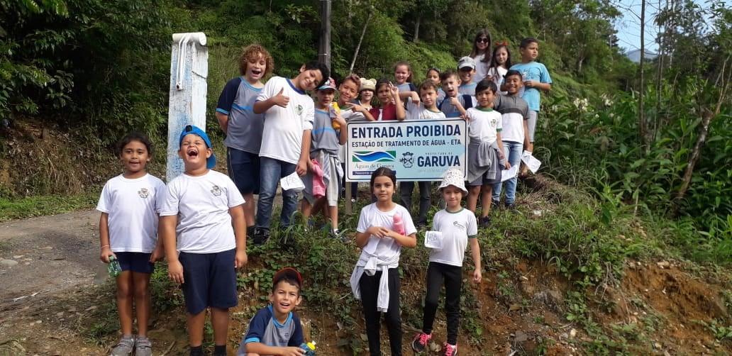 Alunos visitam bairros de Garuva durante atividades escolares
