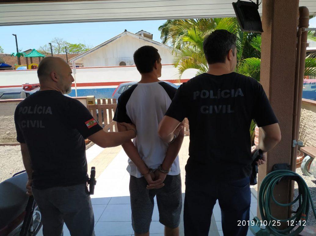 Homem é preso em Itapoá por armazenar fotografia contendo pornografia juvenil, constrangimento ilegal e ameaça
