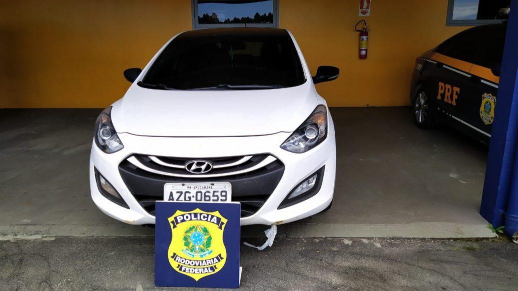 PRF recupera veículo roubado na BR 101, em Garuva