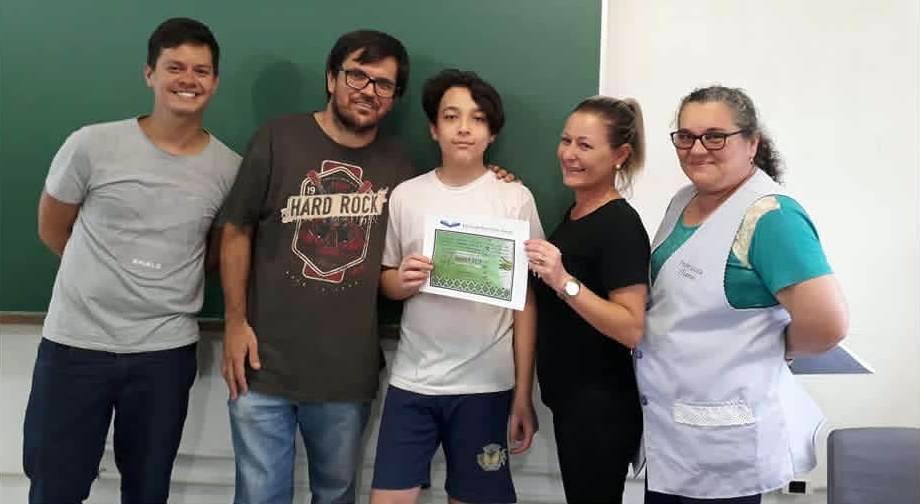 Aluno da Escola Tancredo de Almeida Neves conquistou medalha de bronze na Olimpíada Brasileira de Matemática