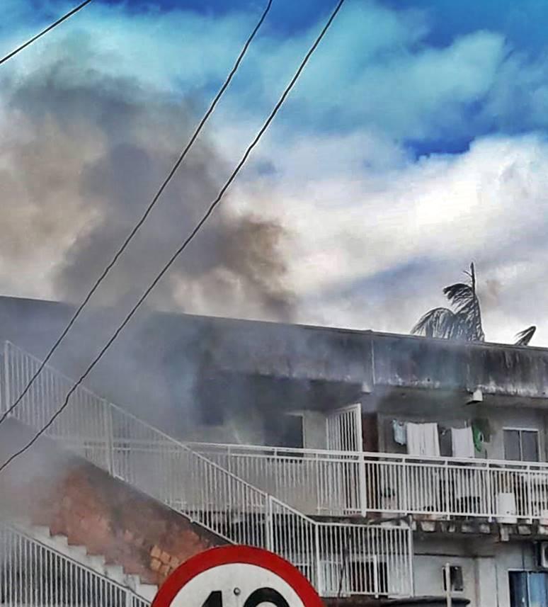 Bombeiros controlam incêndio em apartamento no Bairro Geórgia Paula, em Garuva