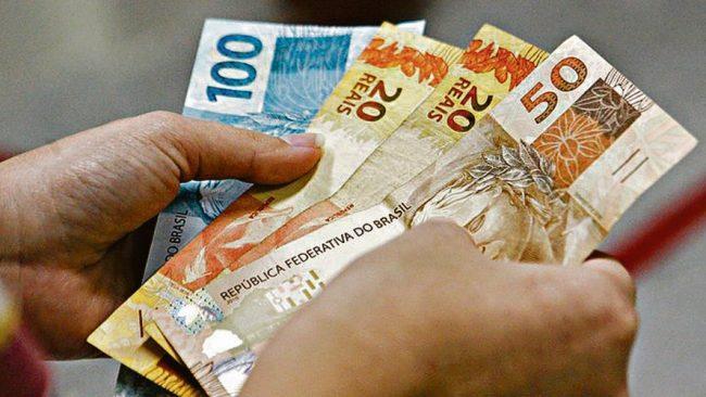 Bolsonaro afirma que Auxílio deve voltar em março, com parcelas de R$ 250