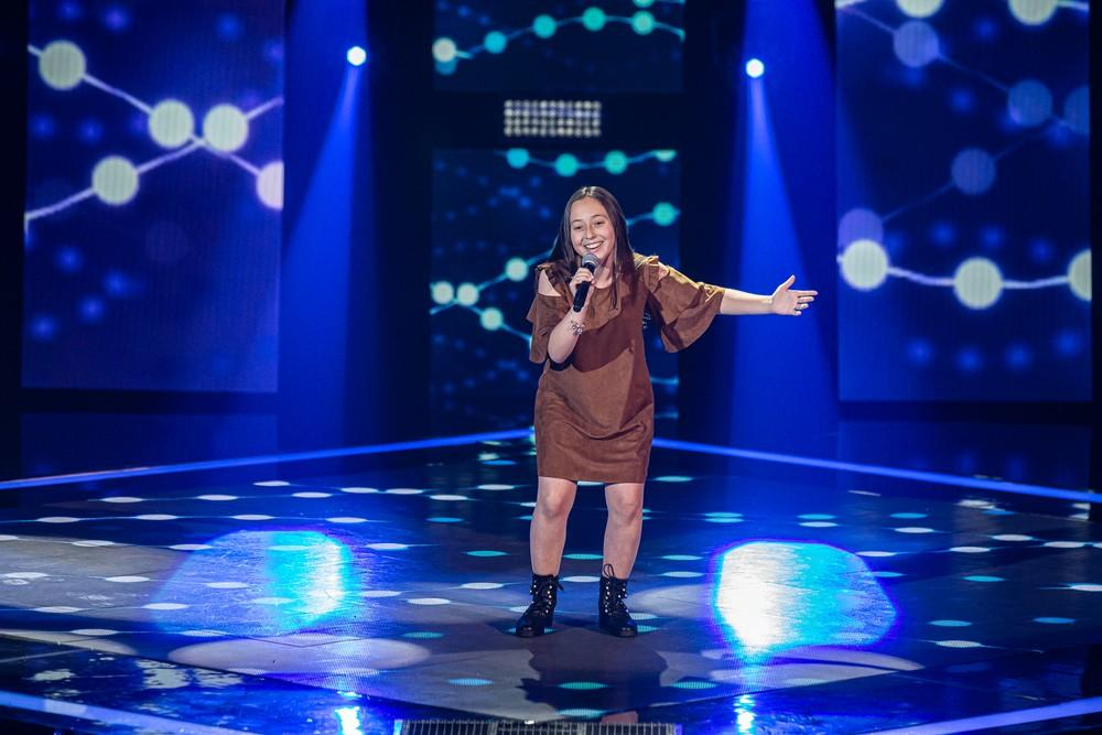 Garuvense Hévelyn Medeiros cantou e encantou no The Voice Kids nesse domingo (12)