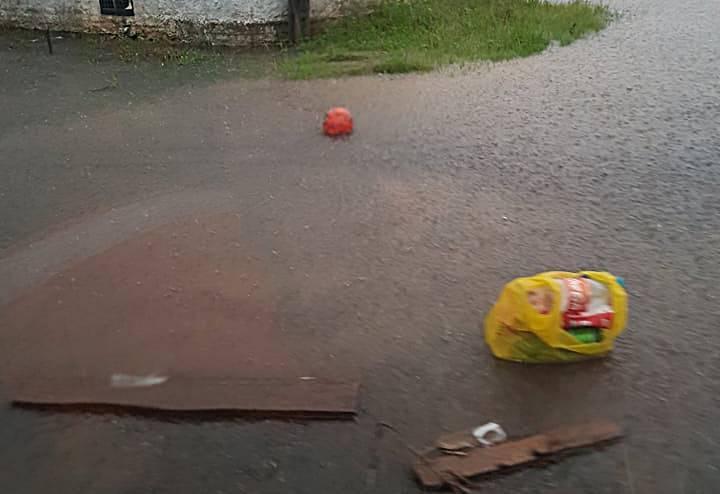 Além da Chuva forte, lixos e entulhos obstruindo o sistema de drenagem é a principal causa de alagamentos em Garuva. Aponta secretário de Meio Ambiente