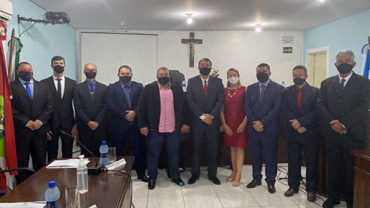 Prefeito, vice e vereadores são empossados em Garuva