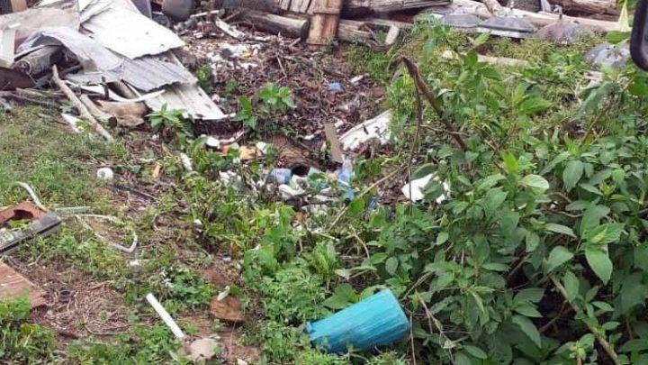 Durante limpeza em vala em Garuva, funcionários da prefeitura flagram pessoas jogando lixo no local
