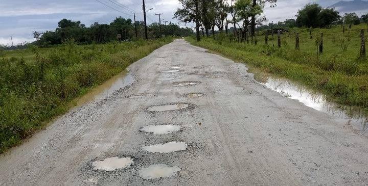 Prefeitura da explicação a respeito de ruas esburacadas em Garuva.