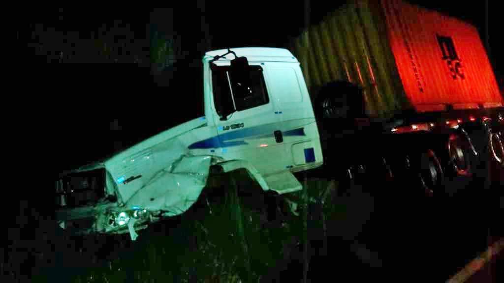 Homem de 68 anos morre em acidente com carro e três caminhões na SC-416 entre Garuva e Itapoá