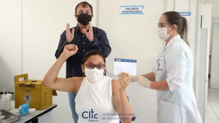 Enfermeira de Garuva é a primeira pessoa vacinada contra covid-19 no município