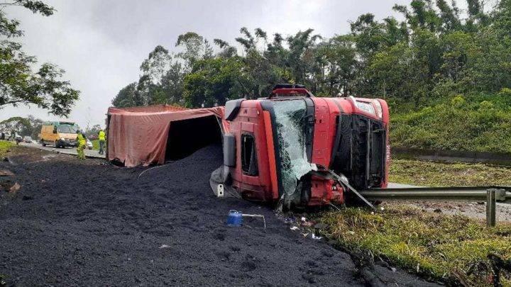 Criança de 7 anos perde a vida em acidente com carreta em Garuva