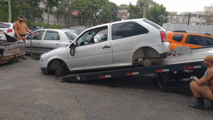 Carro roubado em Garuva é recuperado pela Polícia Militar em Curitiba.